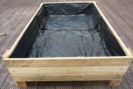 diy planter box build pallet planter
