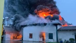 Incendio al nastrificio Rotogal di San Pietro in Gu - Il Mattino ...