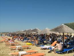 Какво се случва по света :: За един ден на плаж в Гърция