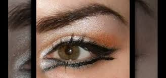 gold arabic eyes with makeup