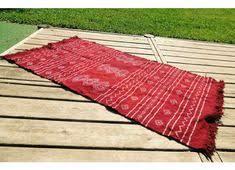"""Résultat de recherche d'images pour """"photo d'un tapis descente de lit rouge aux motifs arabes"""""""