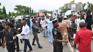 Lagos residents protest police raid, extortion   TheNiche