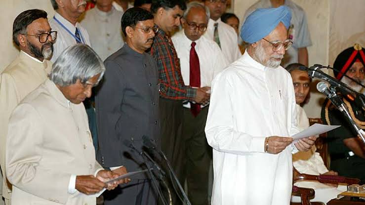Image result for manmohan singh takes oath as pm in 2004