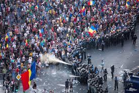 Gaze lacrimogene pentru oamenii din Piața Victoriei, la Mitingul ...