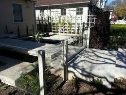 Super Clear Plexiglass Fence This Has No Framing On Top Or Bottom Www Harwelldesign Com Backyard Design Clear Plexiglass Backyard