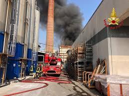 """Gallarate, incendio azienda. Sindaco Cassani: """"Non ci sono nubi ..."""