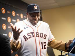 Dusty Baker Wowed by UH's Athletic Facilities, Surprised by Sheer ...