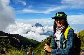 pendaki gunung cantik yang buktikan wanita itu tangguh dan kuat