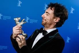 Berlinale, Italia trionfa con Elio Germano e Favolacce - Maxim Italia