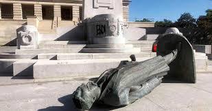 Estatuas derribadas de personajes racistas abren debate sobre la ...