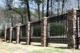 Cozy Cool And Unique Stone Fence Design Ideas With Nice Stone Fence Pillars And Black Iron Fence Design Cozy Co Backyard Fences Front Yard Fence Fence Design