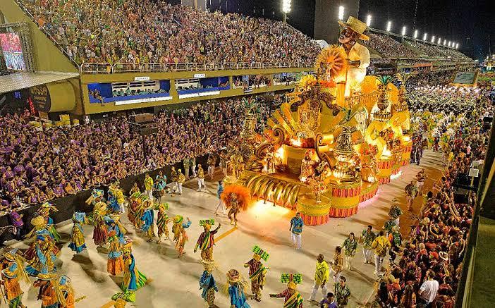 Escola de samba no Rio