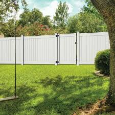 Freedom Common 6 Ft X 4 Ft Actual 6 Ft X 3 83 Ft Emblem White Vinyl Fence Gate Lowes Com In 2020 White Vinyl Fence Vinyl Fence Vinyl Fence Panels