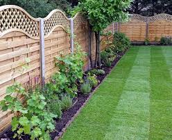 Garden Fence Ideas That Truly Creative Inspiring And Low Cost Diy Cheap Vegetable Pvc Dee Large Backyard Landscaping Backyard Fences Garden Fencing