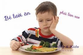 Bé 2 tuổi biếng ăn: Nguyên tắc vàng dành cho mẹ