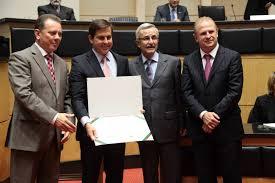 Agência ALESC | Legislativo concede Título de Cidadão Catarinense a Eduardo  Smith, da RBS