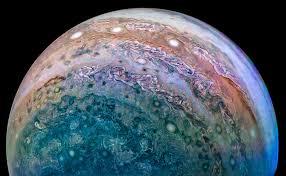 juno orbiter delivers spectacular