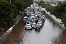 Resultado de imagem para enchente em são paulo