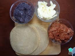 tacos dorados de frijoles con queso fácil