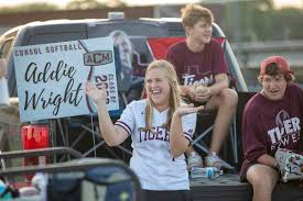 A&M Consolidated softball team honors seniors with drive-thru ...