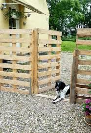 8 Cool And Easy Diy Pallet Fences To Build Yourself Shelterness