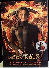 review and photos of katniss everdeen