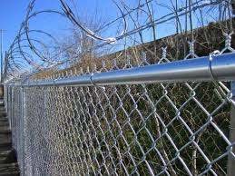 China Lower Price Top Barbed Wire Chain Wire Fencing China Hurricane Fence Chain Link Fence
