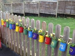 Awesome 40 Unique Garden Fence Decoration Ideas Https Coachdecor Com 40 Unique Garden Fence Decoration I Fence Decor Preschool Garden Outdoor Learning Spaces