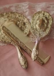 pretty brush and mirror set goud