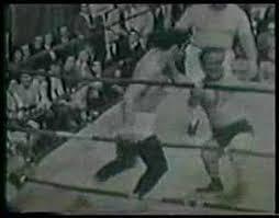 Johnny Ginger wrestles the midget, Mauler McGurk! - YouTube