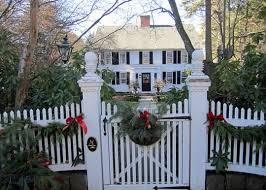 Christmas In The South I Love Front Yards With White Picket Fences Christmas Decorations Frontgat Christmas In England Colonial Exterior Outdoor Christmas