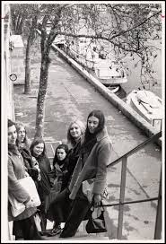 Polly Carter, Molly Paget, Sarah Smith, Judy Quinn, Janet Steinmeyer in  France - Digital Commonwealth