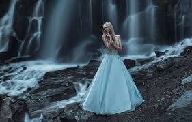 pose waterfall dress beautiful