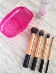 clean makeup brushes with shoo