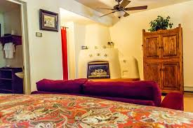 one king bed gas kiva fireplace