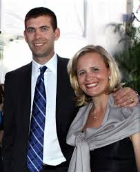 Tracy Stevens is the beautiful wife of Brad Stevens, who's the head coach  of the NBA's Boston Celtics. Keep reading to learn more about T… | Steven,  Steven s, Tracy