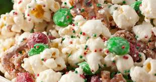 FAVORITE* CHRISTMAS CRUNCH {Funfetti Popcorn, Christmas Style} 1/2 cup  popping | Humor at Repinned.net