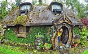 une maison de hobbit construite par un