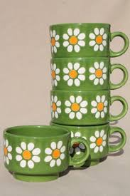 Pin by Adele Reynolds on インテリア、雑貨 in 2020 | Retro home, Pottery, Mugs