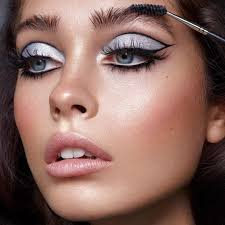eye makeup tricks to hide puffiness