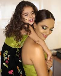 Aamina Sheikh Twins With Her Daughter | Reviewit.pk