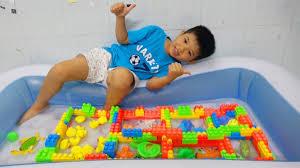 Trò Chơi Bé Xây Nhà Cho Con Vật Dưới Nước Trong Hồ Bơi ❤ Surich ToysReview  ❤ Đồ Chơi Trẻ Em Animals - YouTube