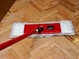 clean a hardwood floor using black tea