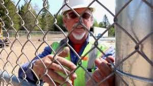 How To Use The Large 6 5 8 Easy Twist Fence Tie Youtube
