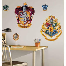Roommates 5 In X 19 In Harry Potter Crest Peel And Stick Giant Wall Decal 5 Piece Rmk1551gm The Home Depot