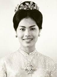 ภาพสมเด็จพระราชินี พระราชินีสิริกิติ์ รวมภาพพระราชินีกว่า 1000 ภาพ  ภาพสมเด็จพระนางเจ้าฯ ภาพเก่าในอดีต ภาพหายาก Queen Photos, Queen Si… |  ภาพหายาก, ทรงผมย้อนยุค, ภาพ