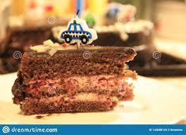 Una Pieza De La Torta De Chocolate Festiva Con Una Vela Foto De Archivo Imagen De Brownie Holiday 143688124