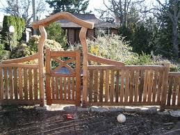 Rustic Cedar Entry Gate And Fence Garden Gates Pinterest Fence Design Rustic Fence Japanese Fence