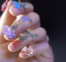 dry flower nails are the prettiest