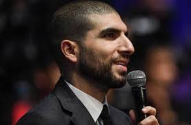 Throwback: When Ariel Helwani Made the Biggest Botch up of His Career -  EssentiallySports